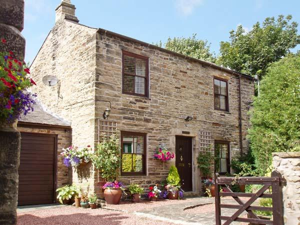 CRESCENT COTTAGE, family friendly, character holiday cottage, with a garden in Haltwhistle, Ref 1168 - Image 1 - Haltwhistle - rentals