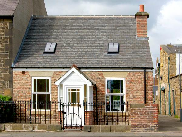 DACRE COTTAGE, pet friendly, country holiday cottage, with a garden in Morpeth, Ref 2116 - Image 1 - Morpeth - rentals