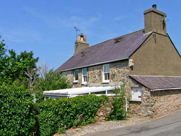 DOLFOR, family friendly, character holiday cottage, with a garden in Nefyn, Ref 1851 - Image 1 - Nefyn - rentals