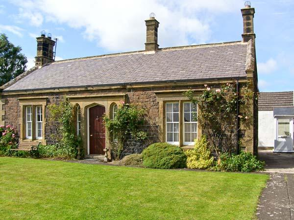 EMBLETON COTTAGE, family friendly, character holiday cottage, with open fire in Embleton, Ref 562 - Image 1 - Embleton - rentals