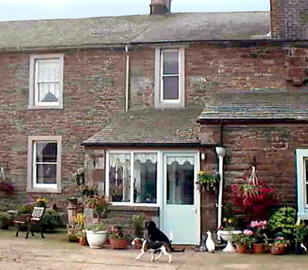 FOXGLOVES COTTAGE, pet friendly, character holiday cottage, with a garden in Wigton, Ref 507 - Image 1 - Wigton - rentals
