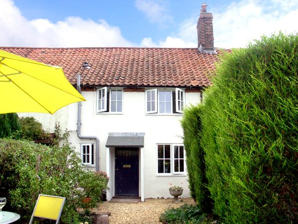 FRED'S COTTAGE, pet friendly, character holiday cottage, with a garden in Briston, Ref 2259 - Image 1 - Briston - rentals