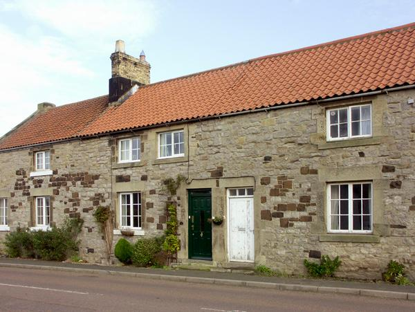 GABBY COTTAGE, family friendly, character holiday cottage, with a garden in Christon Bank, Ref 1592 - Image 1 - Embleton - rentals