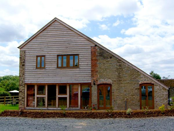 GLEBE BARN, family friendly, luxury holiday cottage, with a garden in Caynham, Ref 2540 - Image 1 - Caynham - rentals