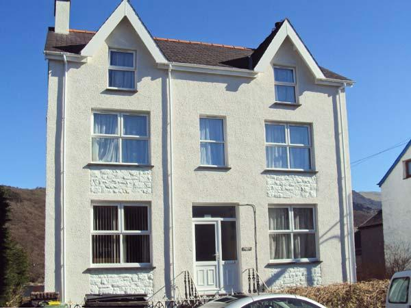HALFORD HILL, pet friendly, country holiday cottage, with a garden in Llanberis, Ref 884 - Image 1 - Llanberis - rentals