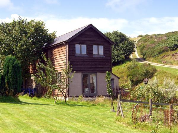 THE OLD CWM BARN, pet friendly, country holiday cottage, with a garden in Mainstone, Bishops Castle, Ref 1955 - Image 1 - World - rentals