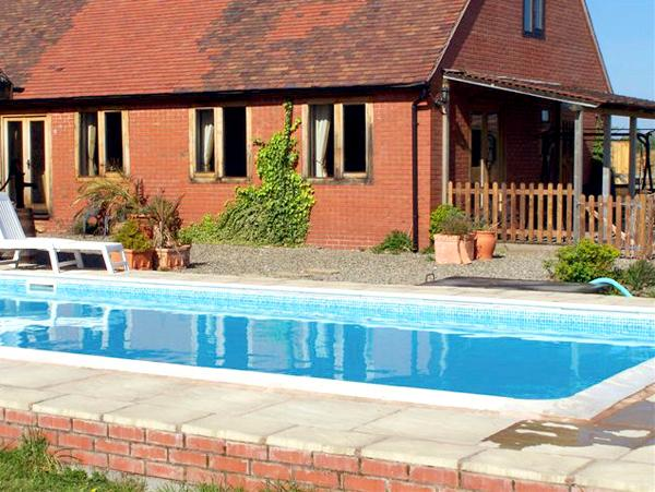 THE MILKING BARN, character holiday cottage, with pool in Diddlebury, Ref 1986 - Image 1 - Diddlebury - rentals