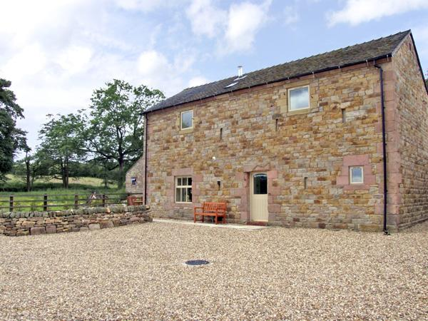 HONEYSTONE, family friendly, character holiday cottage, with a garden in Meerbrook, Ref 3565 - Image 1 - Meerbrook - rentals