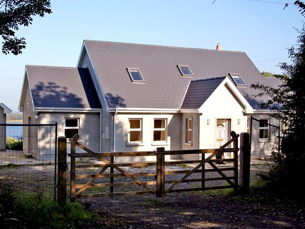 LAKESIDE, pet friendly, country holiday cottage, with a garden in Broadford, County Clare, Ref 2736 - Image 1 - Broadford - rentals