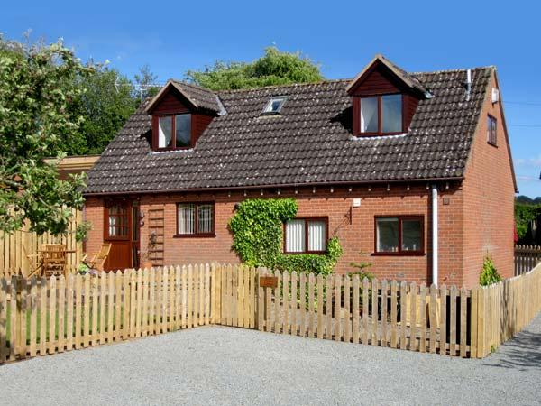 LITTLE ORCHARD COTTAGE, family friendly, character holiday cottage, with a garden in Hope Bagot, Ref 1716 - Image 1 - Hope Bagot - rentals