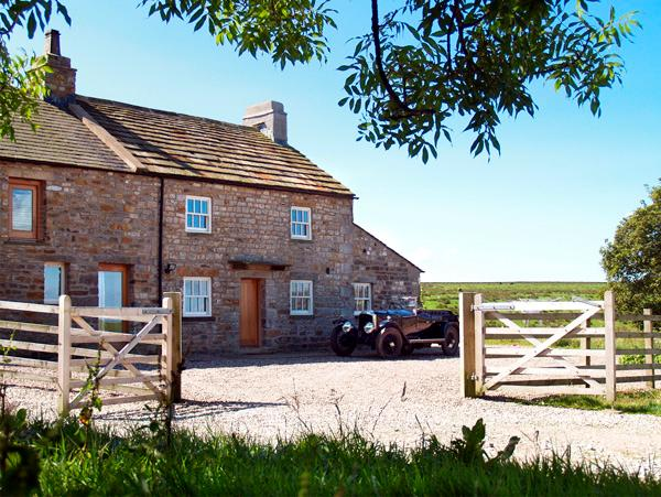 LOWER CROASDALE FARMHOUSE, pet friendly, character holiday cottage, with a garden, in Fourstones Near Bentham, Ref 1889 - Image 1 - Fourstones Near Bentham - rentals