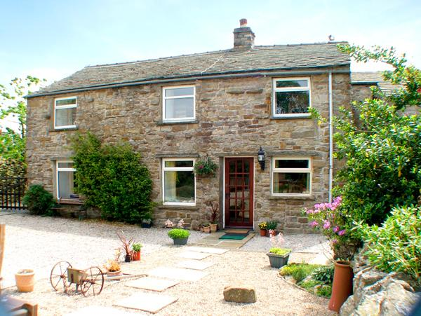 MARYEND, pet-friendly, character holiday cottage, with a garden in Burtersett Near Hawes, Ref 997 - Image 1 - Yorkshire Dales National Park - rentals
