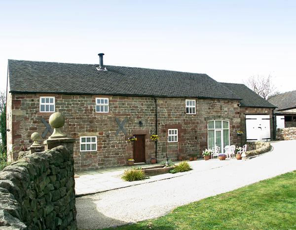 MEADOW PLACE, pet friendly, character holiday cottage, with a garden in Ipstones, Ref 767 - Image 1 - Ipstones - rentals