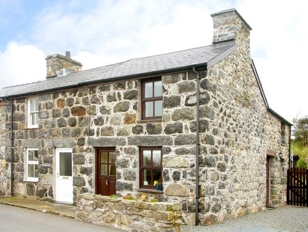MINFFORDD COTTAGE, family friendly, character holiday cottage, with a garden in Llanegryn, Ref 2069 - Image 1 - Llanegryn - rentals