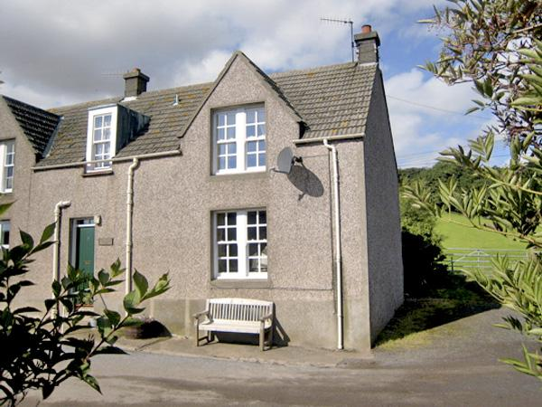 NEAR BANK COTTAGE, pet friendly, character holiday cottage, with open fire in St. Abbs, Ref 801 - Image 1 - Saint Abbs - rentals