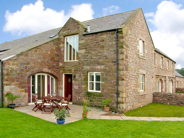 NO 4 MURTON WHITE HOUSE, pet friendly, with a garden in Berwick-Upon-Tweed, Ref 2541 - Image 1 - Northumberland - rentals