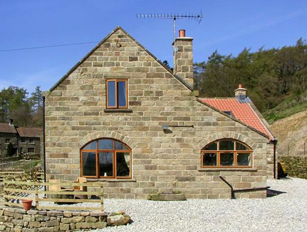 THE ARCHES, pet friendly, character holiday cottage, with a garden in Farndale , Ref 1391 - Image 1 - York - rentals