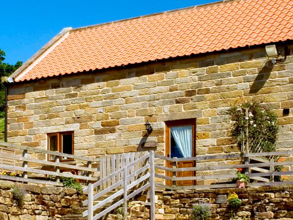 THE OLD CART HOUSE, pet friendly, character holiday cottage, with a garden in Farndale, Ref 1392 - Image 1 - York - rentals