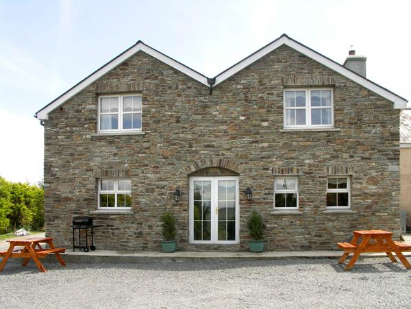 PALM GROVE COTTAGE, pet friendly, country holiday cottage, with a garden in Leap, County Cork, Ref 2160 - Image 1 - Leap, County Cork - rentals