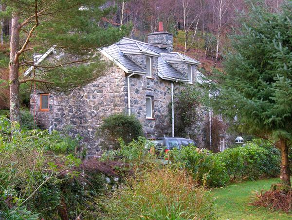 PANDY UCHAF, family friendly, character holiday cottage, with a garden in Dolserau, Ref 2344 - Image 1 - Dolgellau - rentals