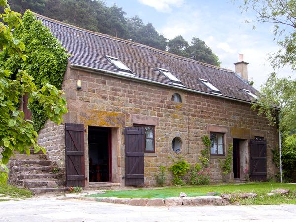 SPOUT COTTAGE, pet friendly, character holiday cottage, with pool in Gratton, Ref 2126 - Image 1 - Gratton - rentals