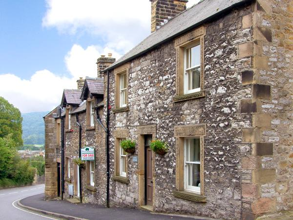 KNOLL COTTAGE, pet friendly, character holiday cottage in Bakewell, Ref 2640 - Image 1 - Bakewell - rentals