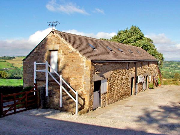 THE LOFT, pet friendly, character holiday cottage, with hot tub in Millthorpe, Ref 2674 - Image 1 - Millthorpe - rentals