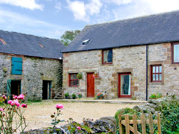 AUNT JANE'S, family friendly, character holiday cottage, with a garden in Winster, Ref 2686 - Image 1 - Winster - rentals
