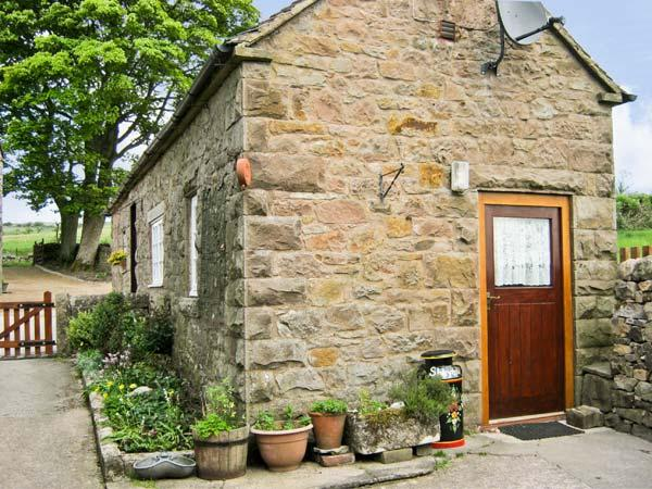SHAY SIDE COTTAGE, romantic, character holiday cottage, with a garden in Warslow Near Hartington, Ref 622 - Image 1 - Warslow - rentals