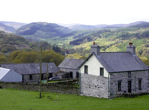 PENRHYDDION UCHA, pet friendly, country holiday cottage, with a garden in Betws-Y-Coed, Ref 1270 - Image 1 - Betws-y-Coed - rentals