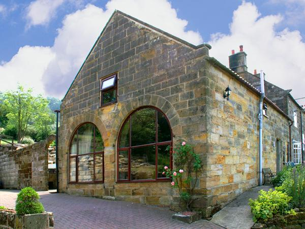 PROSPECT COACH HOUSE, family friendly, character holiday cottage, with a garden in Great Fryup Dale, Ref 940 - Image 1 - Great Fryup Dale - rentals