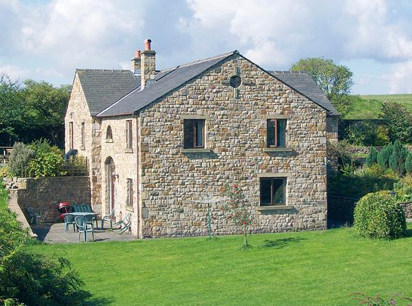 ROWAN HOUSE, pet friendly, character holiday cottage, with a garden in Giggleswick, Ref 398 - Image 1 - Giggleswick - rentals