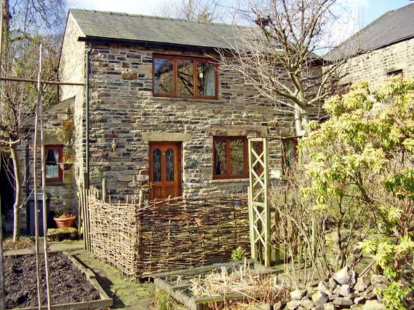 ROWAN TREE COTTAGE, pet friendly, character holiday cottage, with a garden in Old Glossop, Ref 1970 - Image 1 - Glossop - rentals