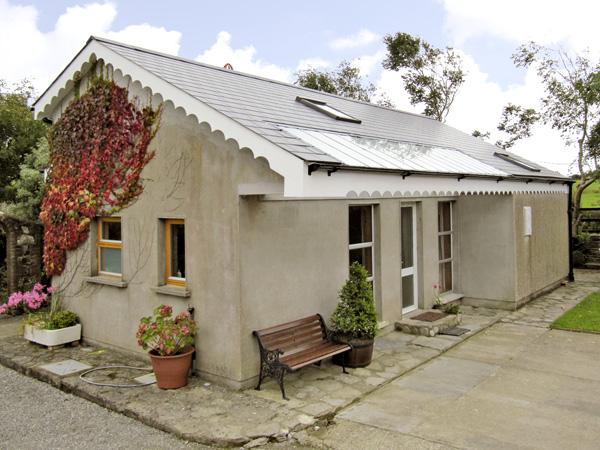 SEASIDE COTTAGE, family friendly, with a garden in Duncannon, County Wexford, Ref 2909 - Image 1 - Duncannon - rentals