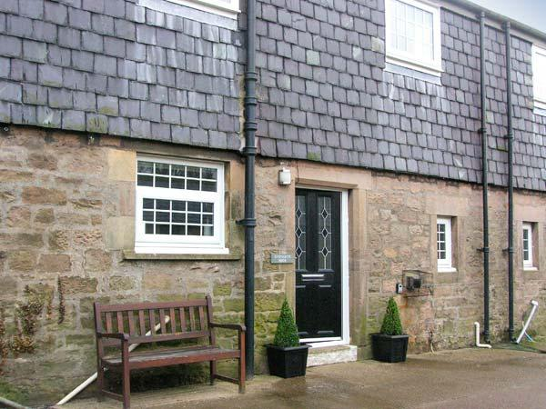 SHEPHERDS NOOK, family friendly, character holiday cottage, with a garden in North Charlton, Ref 1362 - Image 1 - Alnwick - rentals