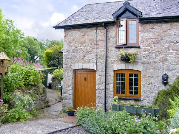 SMITHY COTTAGE, pet friendly, character holiday cottage, with a garden in Graigfechan, Ref 3556 - Image 1 - Graigfechan - rentals