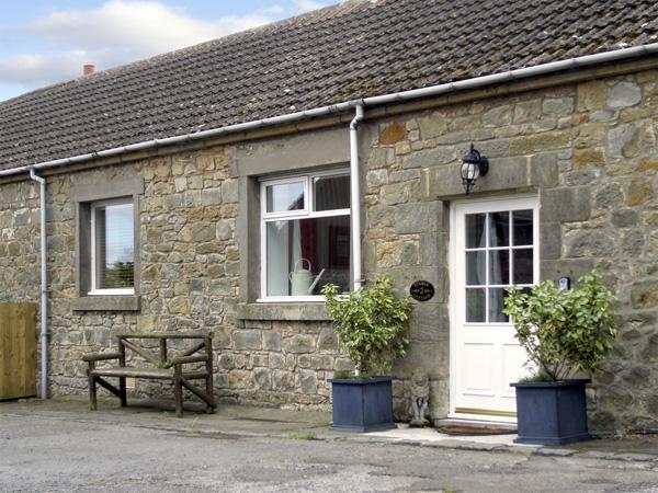 STABLE COTTAGE, family friendly, character holiday cottage, with a garden in Belford, Ref 1996 - Image 1 - Belford - rentals