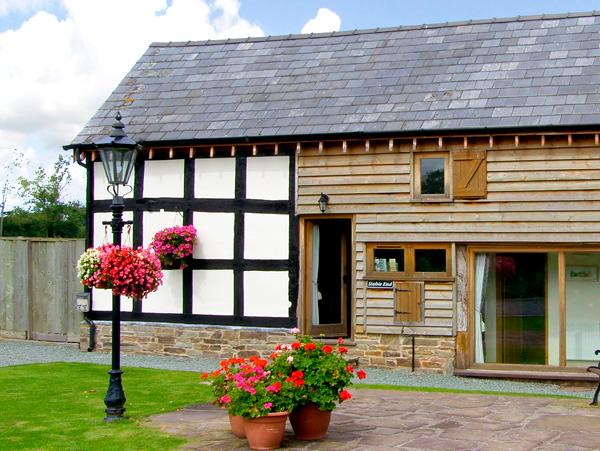 STABLE END, family friendly, character holiday cottage, with a garden in Luntley, Ref 2216 - Image 1 - Pembridge - rentals