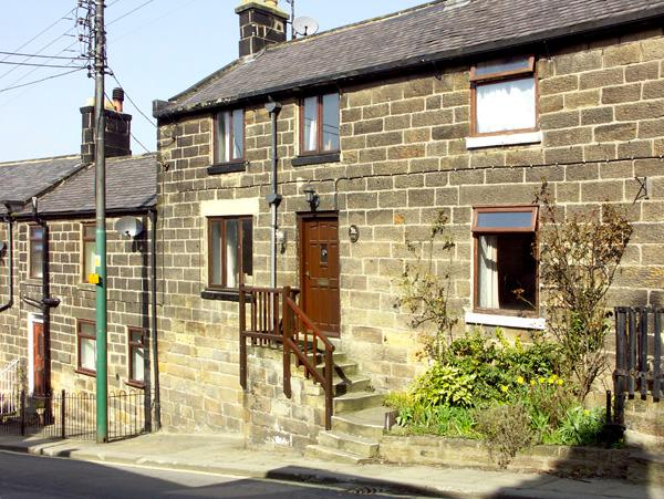 STEAM RAILWAY COTTAGE, family friendly, character holiday cottage in Grosmont Near Whitby, Ref 2117 - Image 1 - Grosmont - rentals