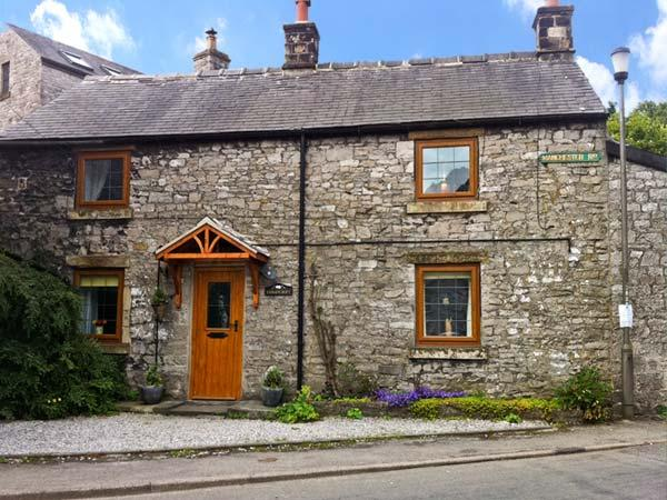 STONEYCROFT, pet friendly, character holiday cottage, with a garden in Tideswell, Ref 886 - Image 1 - Tideswell - rentals