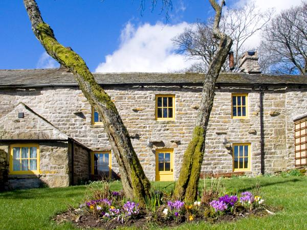 STOUPHILL GATE COTTAGE, family friendly, character holiday cottage, with a garden in Ravenstonedale, Ref 1736 - Image 1 - Ravenstonedale - rentals