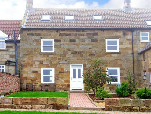STREET HOUSE FARM, pet friendly, character holiday cottage, with a garden in Staithes, Ref 2312 - Image 1 - Staithes - rentals