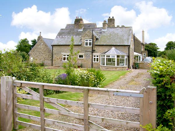 THE ANNEXE, EASTFIELD HALL, pet friendly, country holiday cottage, with a garden in Warkworth, Ref 2539 - Image 1 - Warkworth - rentals