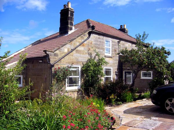 THE PIGGERY, pet friendly, luxury holiday cottage, with a garden in Sleights, Ref 1414 - Image 1 - Sleights - rentals
