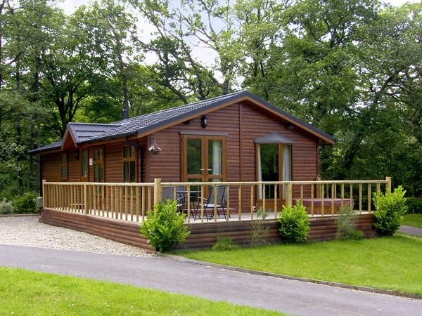 THE WILLOWS, family friendly, luxury holiday cottage, with hot tub in Narberth, Ref 3587 - Image 1 - Narberth - rentals