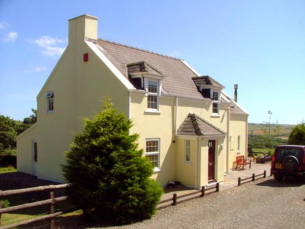 TREWEN, pet friendly, character holiday cottage, with a garden in Roch, Ref 2044 - Image 1 - Roch - rentals