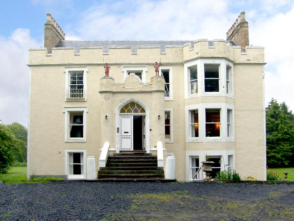TWEED APARTMENT, PRESS CASTLE, romantic, character holiday cottage, with a garden in St. Abbs, Ref 860 - Image 1 - Saint Abbs - rentals
