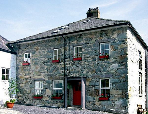 TY CAPEL, pet friendly, character holiday cottage, with a garden in Llanberis, Ref 1027 - Image 1 - Llanberis - rentals