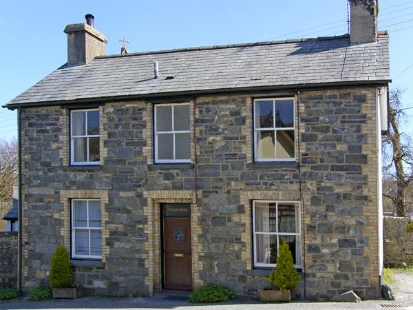 BODGWYNNEDD, family friendly, character holiday cottage, with a garden in Betws-Y-Coed, Ref 954 - Image 1 - Betws-y-Coed - rentals
