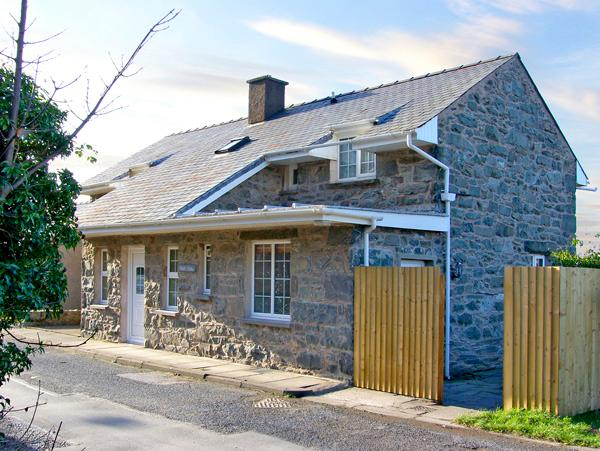 WERN FACH, family friendly, with a garden in Harlech, Ref 2367 - Image 1 - Harlech - rentals